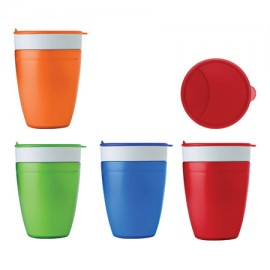 Copo 2-in-1: a caneca interna é de 350 ml